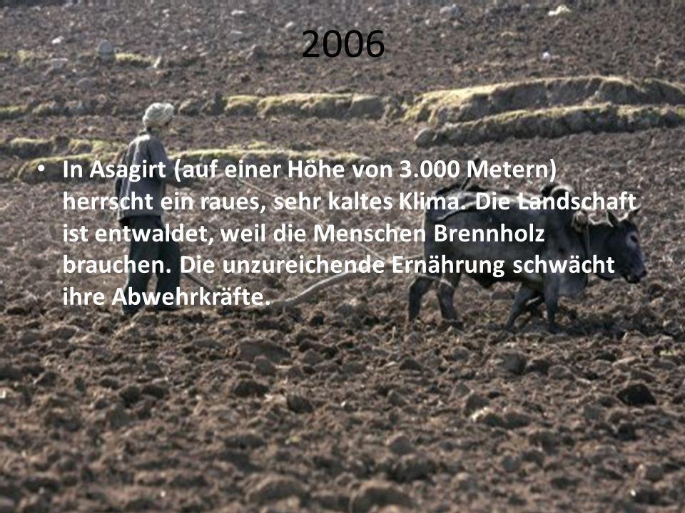 2006 In Asagirt (auf einer Höhe von 3.000 Metern) herrscht ein raues, sehr kaltes Klima. Die Landschaft ist entwaldet, weil die Menschen Brennholz bra
