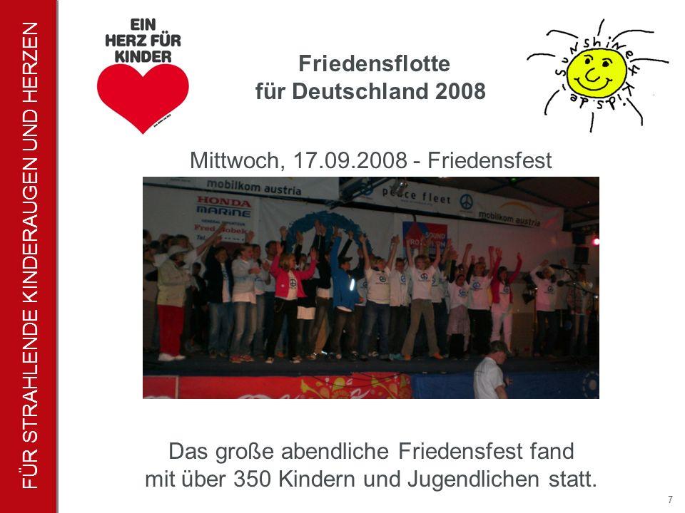 FÜR STRAHLENDE KINDERAUGEN UND HERZEN 7 Das große abendliche Friedensfest fand mit über 350 Kindern und Jugendlichen statt.