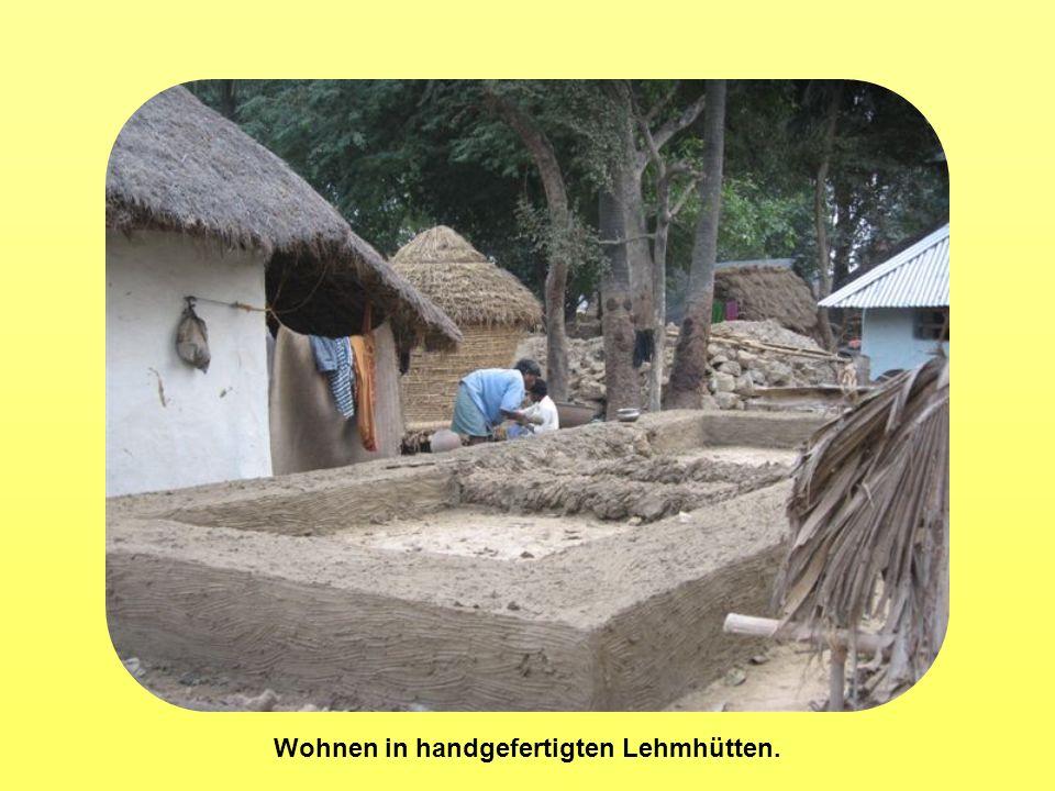 Wohnen in handgefertigten Lehmhütten.