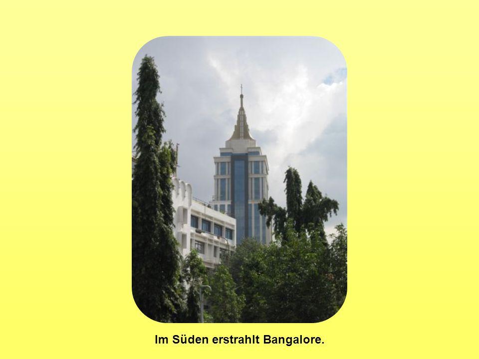 Im Süden erstrahlt Bangalore.