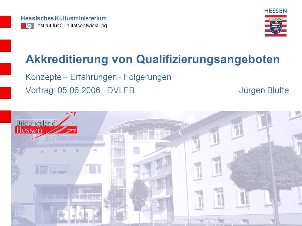 Hessisches Kultusministerium Institut für Qualitätsentwicklung 2 Akkreditierung als Teil eines Gesamtkonzepts der Qualitätsstärkung auf dem Weg zur eigenverantwortlichen Schule in Hessen Konzeption Erfahrungen nach fast einem Jahr Einschätzungen und Folgerungen