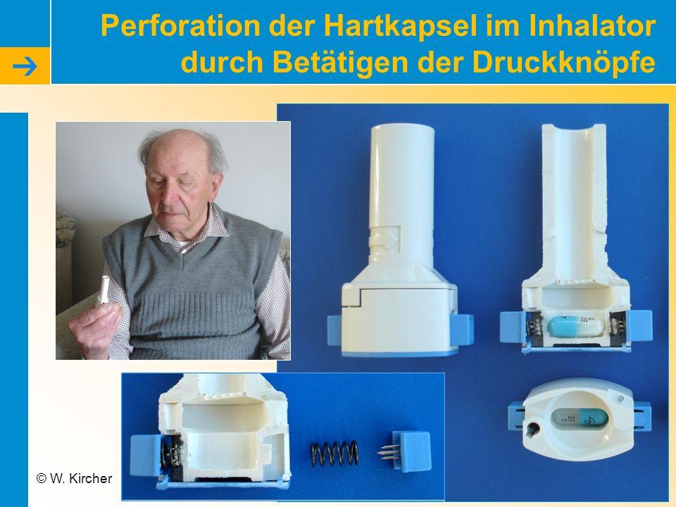 ZAPP, 16.08.2010 Perforation der Hartkapsel im Inhalator durch Betätigen der Druckknöpfe © W.