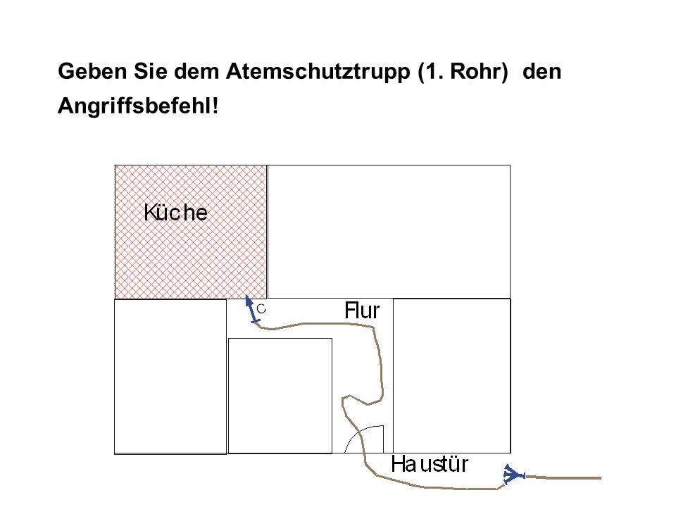 Lösung ANGRIFFSBEFEHL: TruppAtemschutztrupp Angriffszielzur Brandbekämpfung in der Küche Angriffswegdurch die Haustür und über den Flur Angriffsmittelmit C-Rohr evtl.