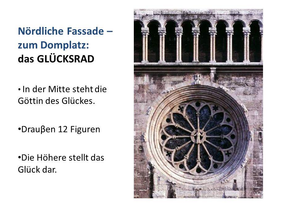 Nördliche Fassade – zum Domplatz: das GLÜCKSRAD In der Mitte steht die Göttin des Glückes. Drauβen 12 Figuren Die Höhere stellt das Glück dar.