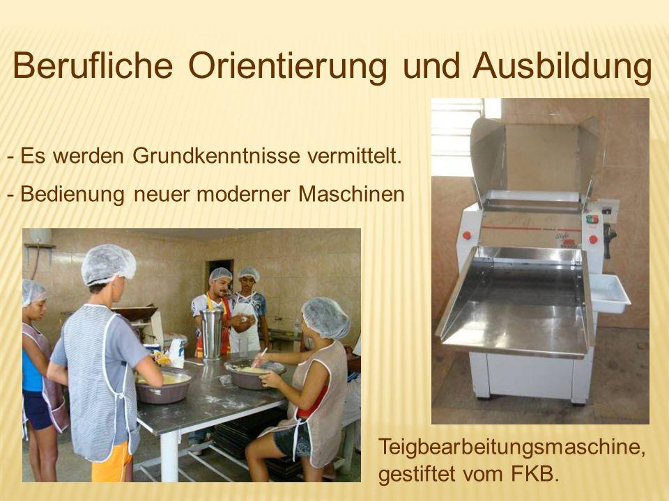 Berufliche Orientierung und Ausbildung - Es werden Grundkenntnisse vermittelt. - Bedienung neuer moderner Maschinen Teigbearbeitungsmaschine, gestifte