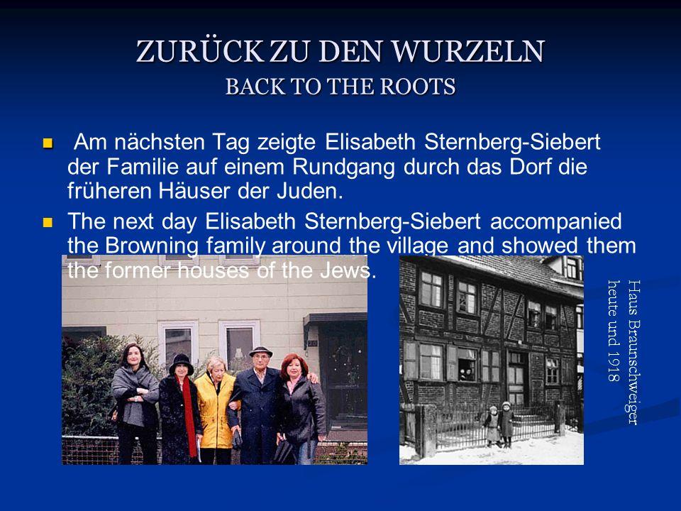 ZURÜCK ZU DEN WURZELN BACK TO THE ROOTS Am nächsten Tag zeigte Elisabeth Sternberg-Siebert der Familie auf einem Rundgang durch das Dorf die früheren Häuser der Juden.