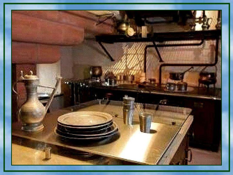 Im 3. Obergeschoss dieser Burg sind die Küchen und Wartungsräume untergebracht