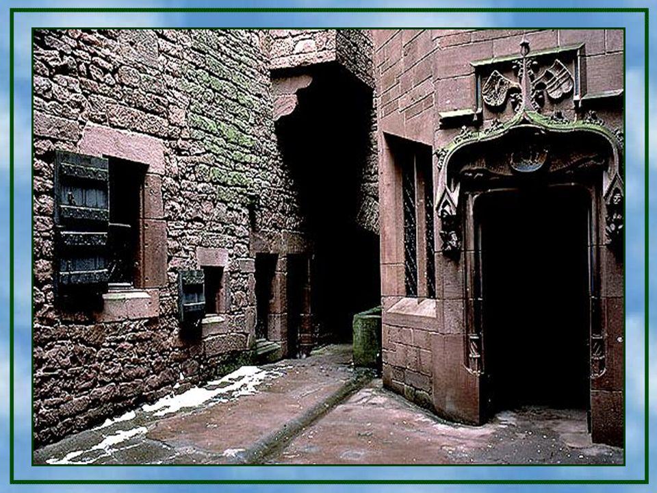Es ist fast unglaublich, welche Ecken und Winkel man bei einem Besuch dieser Burg findet. Ich habe das auch erst bei der Bearbeitung dieser Präsentati