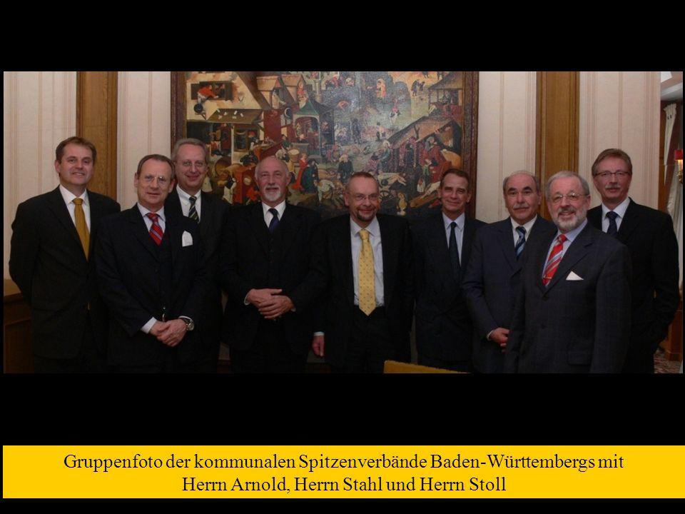 Gruppenfoto der kommunalen Spitzenverbände Baden-Württembergs mit Herrn Arnold, Herrn Stahl und Herrn Stoll