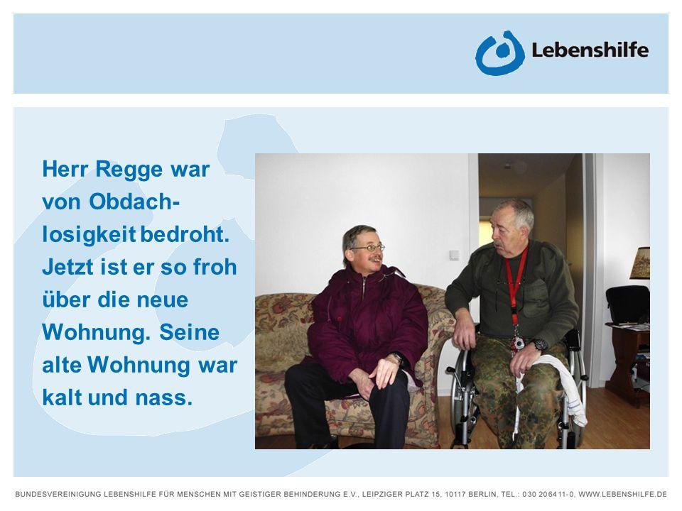 Herr Regge war von Obdach- losigkeit bedroht. Jetzt ist er so froh über die neue Wohnung. Seine alte Wohnung war kalt und nass.
