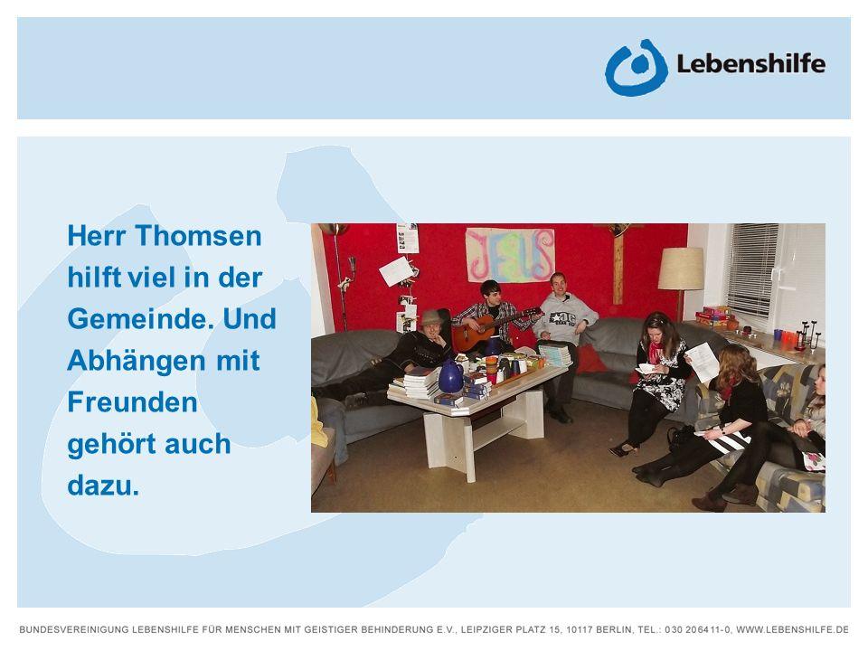 Herr Thomsen hilft viel in der Gemeinde. Und Abhängen mit Freunden gehört auch dazu.