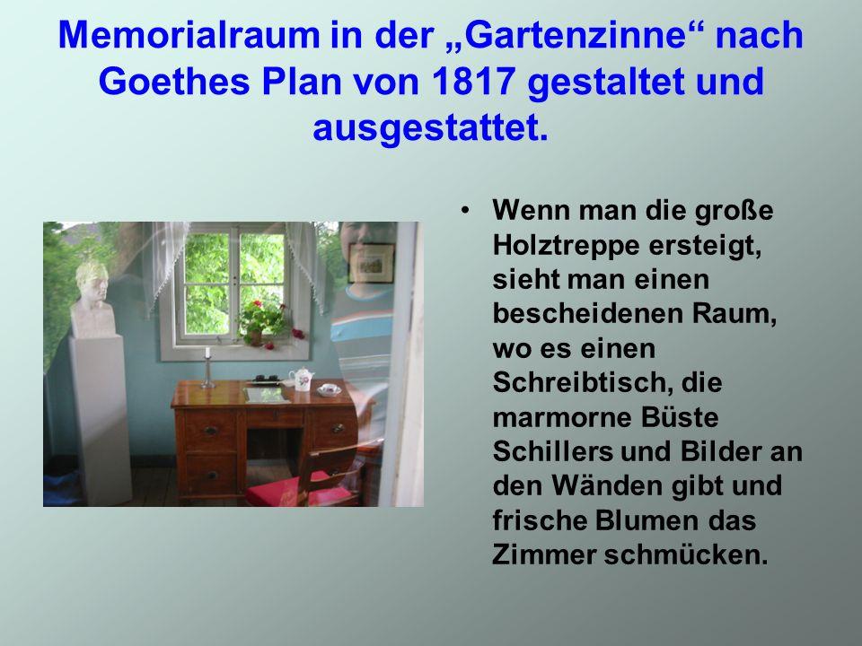 Memorialraum in der Gartenzinne nach Goethes Plan von 1817 gestaltet und ausgestattet. Wenn man die große Holztreppe ersteigt, sieht man einen beschei