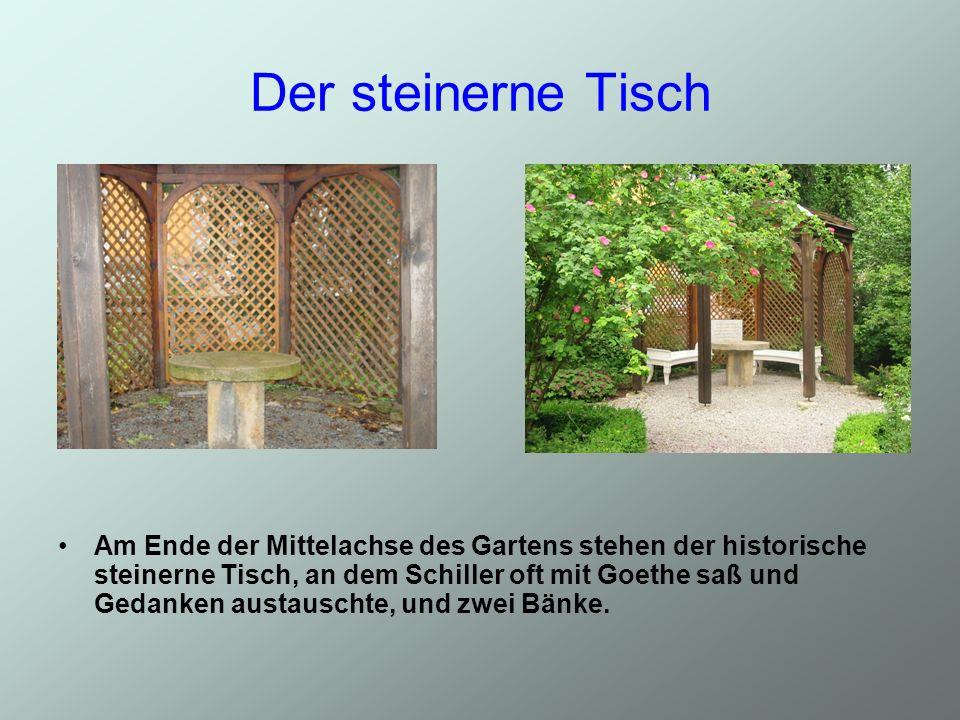 Der steinerne Tisch Am Ende der Mittelachse des Gartens stehen der historische steinerne Tisch, an dem Schiller oft mit Goethe saß und Gedanken austauschte, und zwei Bänke.