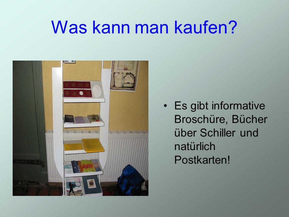 Was kann man kaufen? Es gibt informative Broschüre, Bücher über Schiller und natürlich Postkarten!