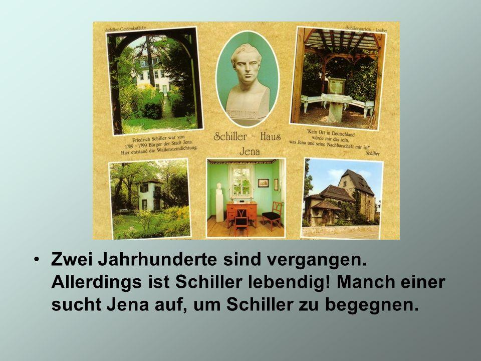 Im Eingangsbereich des Gartens steht die Schillerbüste.