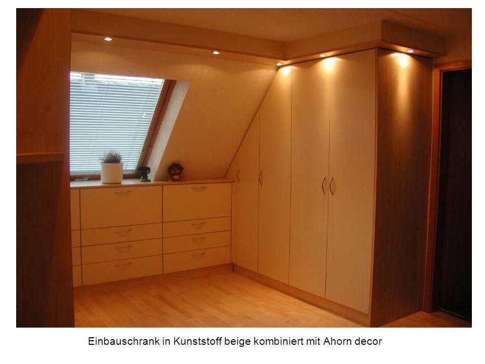 Einbauschrank in Kunststoff beige kombiniert mit Ahorn decor