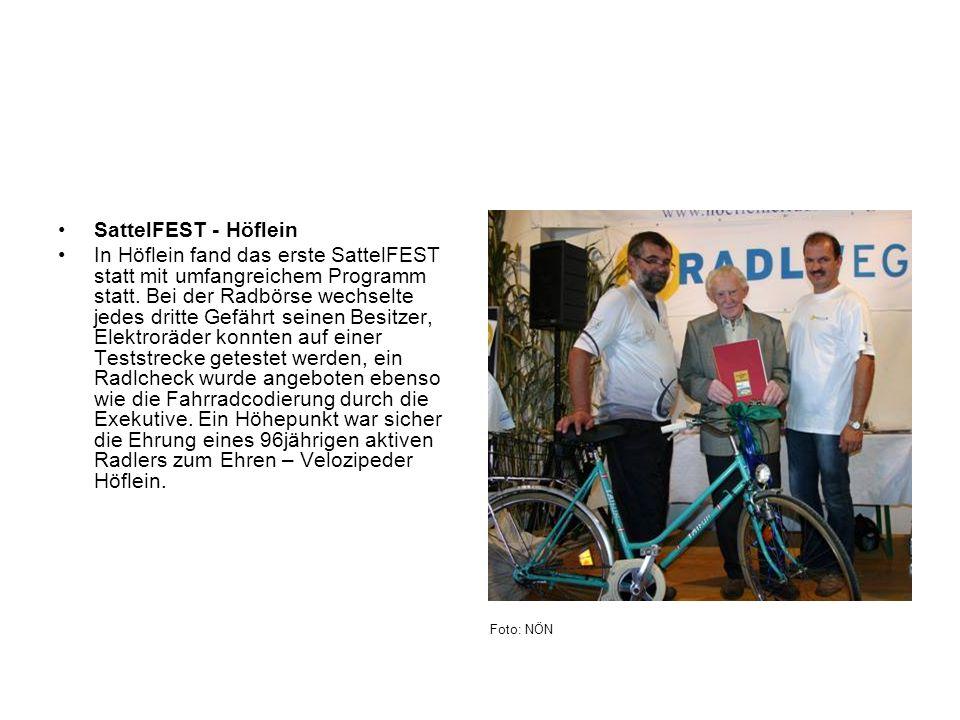 SattelFEST - Höflein In Höflein fand das erste SattelFEST statt mit umfangreichem Programm statt. Bei der Radbörse wechselte jedes dritte Gefährt sein