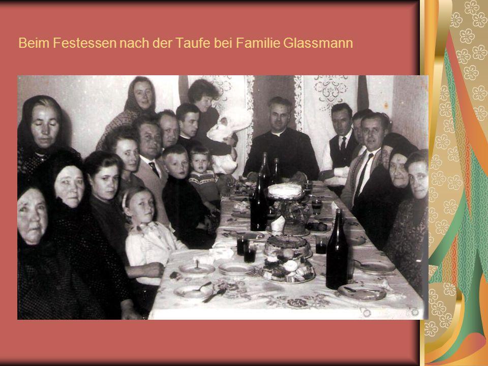 Beim Festessen nach der Taufe bei Familie Glassmann