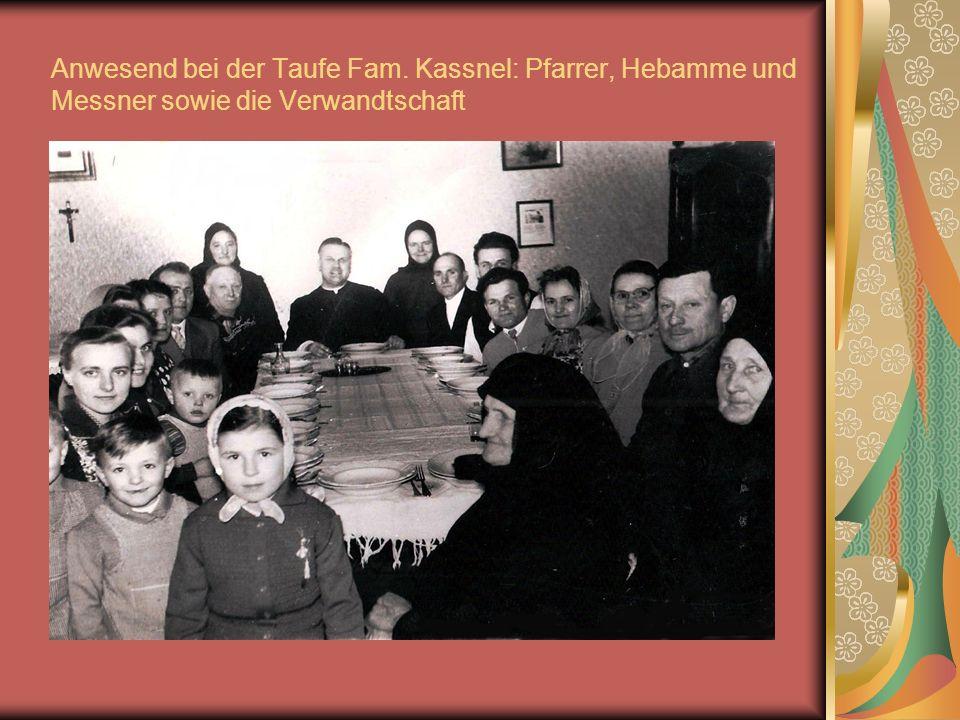 Anwesend bei der Taufe Fam. Kassnel: Pfarrer, Hebamme und Messner sowie die Verwandtschaft
