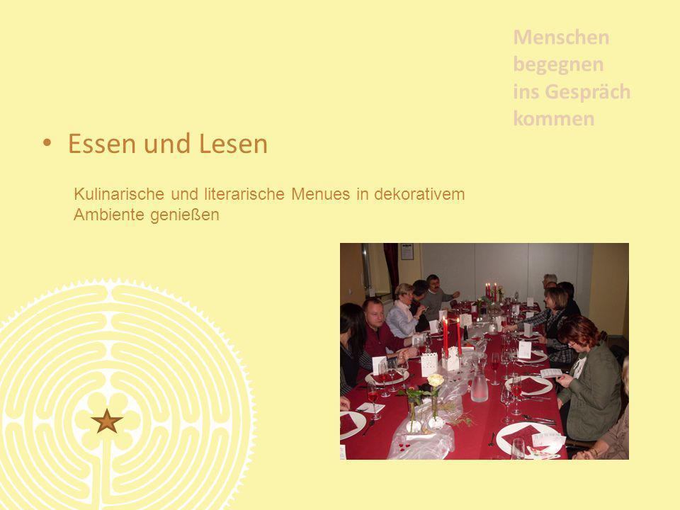 Essen und Lesen Menschen begegnen ins Gespräch kommen Kulinarische und literarische Menues in dekorativem Ambiente genießen