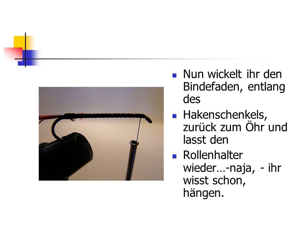 www.das-grosse-schwedenforum.de Ergreift nun das flache Silbertinsel mit den Fingern (oder der Hechelklemme) am Ende und wickelt es von hinten, nach vorne, zum Hakenöhr.