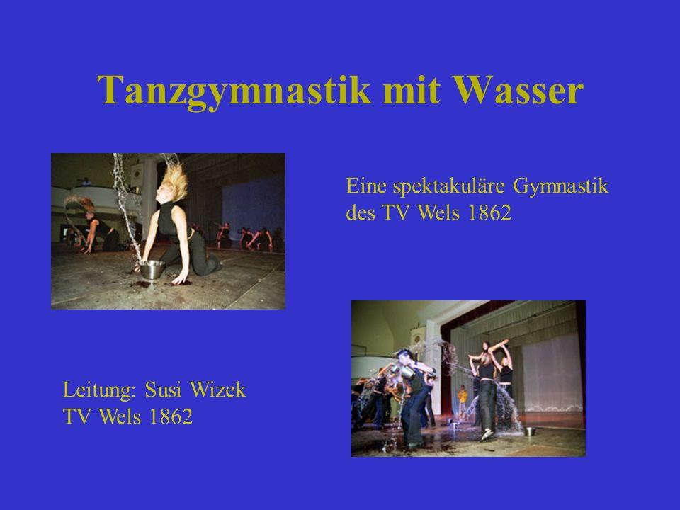 Tanzgymnastik mit Wasser Eine spektakuläre Gymnastik des TV Wels 1862 Leitung: Susi Wizek TV Wels 1862