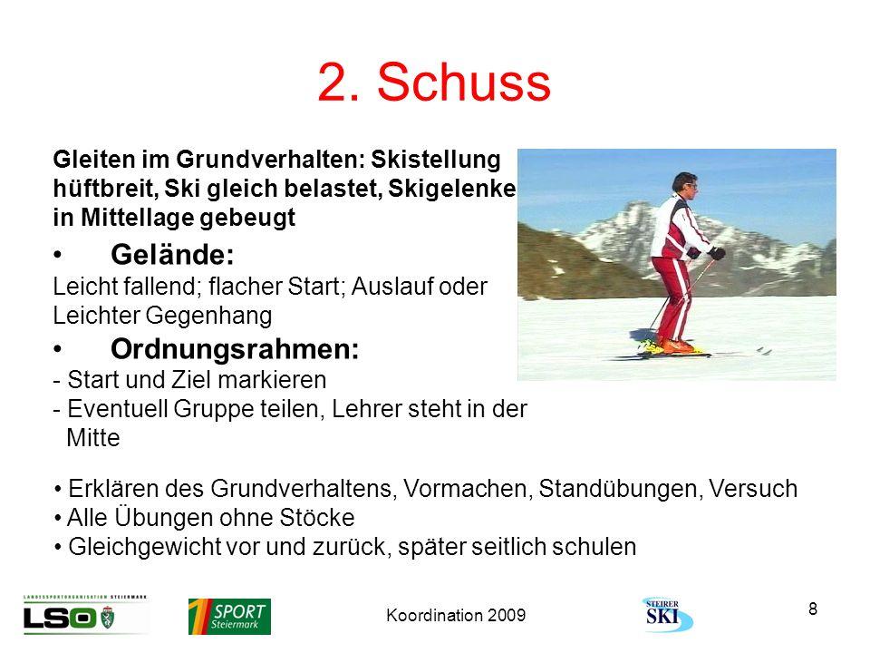 Koordination 2009 8 2. Schuss Gleiten im Grundverhalten: Skistellung hüftbreit, Ski gleich belastet, Skigelenke in Mittellage gebeugt Gelände: Leicht