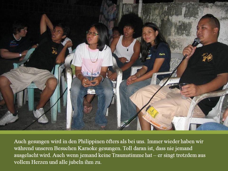 Auch gesungen wird in den Philippinen öfters als bei uns. Immer wieder haben wir während unseren Besuchen Karaoke gesungen. Toll daran ist, dass nie j