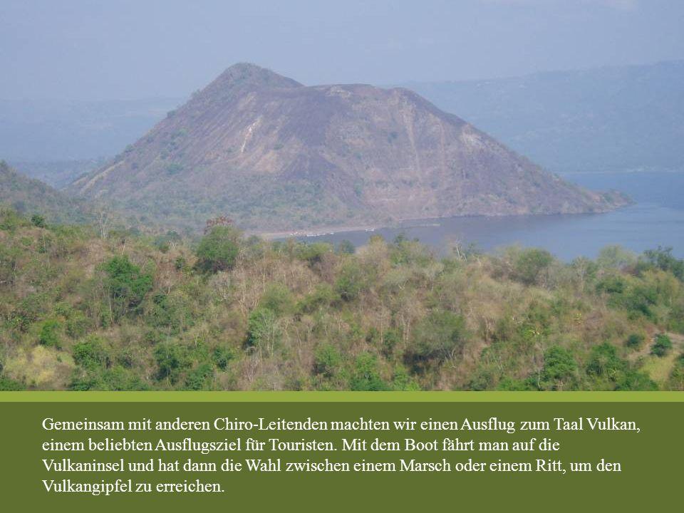 Gemeinsam mit anderen Chiro-Leitenden machten wir einen Ausflug zum Taal Vulkan, einem beliebten Ausflugsziel für Touristen. Mit dem Boot fährt man au