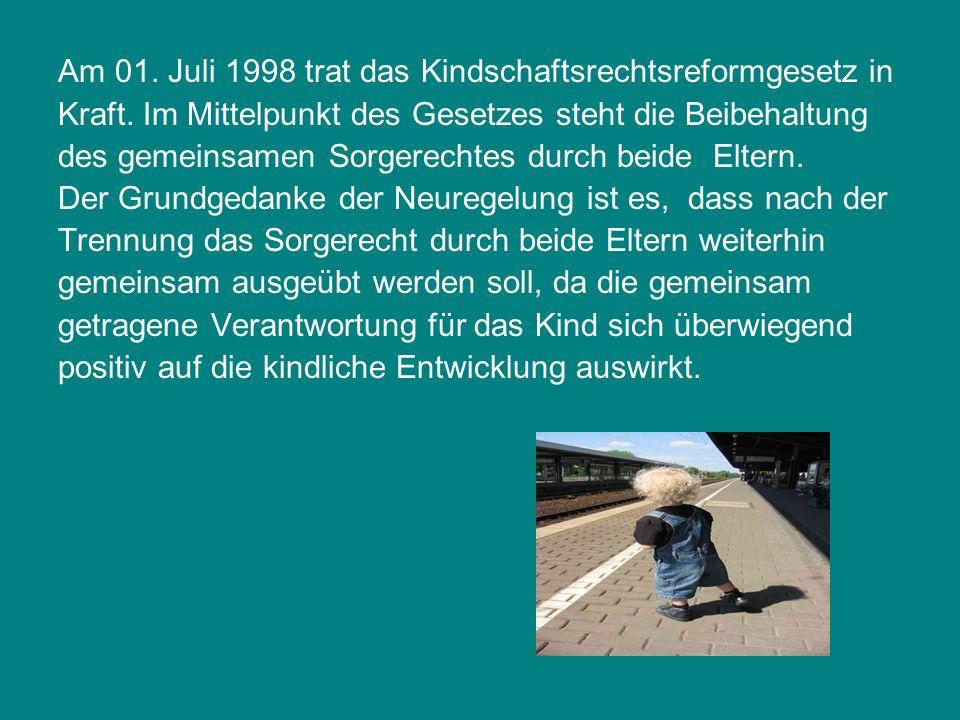 Am 01. Juli 1998 trat das Kindschaftsrechtsreformgesetz in Kraft. Im Mittelpunkt des Gesetzes steht die Beibehaltung des gemeinsamen Sorgerechtes durc