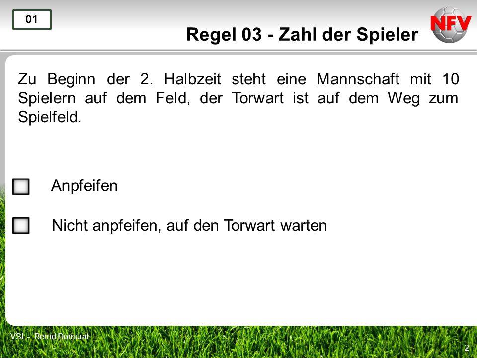 2 Regel 03 - Zahl der Spieler Zu Beginn der 2. Halbzeit steht eine Mannschaft mit 10 Spielern auf dem Feld, der Torwart ist auf dem Weg zum Spielfeld.