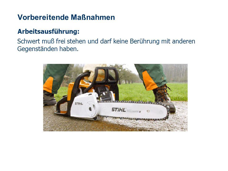 OBM Stefan Schiavulli www.ff-blofeld.de Ausbildung Feuerwehr Blofeld Folie 27 Arbeitstechnik Beim Schneiden mit der Motor- kettensäge darf nur geringer oder kein Druck auf das Sägewerk aus- geübt werden.