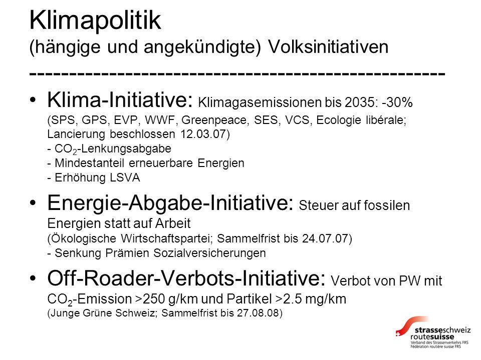Klimapolitik (hängige und angekündigte) Volksinitiativen ---------------------------------------------------- Klima-Initiative: Klimagasemissionen bis 2035: -30% (SPS, GPS, EVP, WWF, Greenpeace, SES, VCS, Ecologie libérale; Lancierung beschlossen 12.03.07) - CO 2 -Lenkungsabgabe - Mindestanteil erneuerbare Energien - Erhöhung LSVA Energie-Abgabe-Initiative: Steuer auf fossilen Energien statt auf Arbeit (Ökologische Wirtschaftspartei; Sammelfrist bis 24.07.07) - Senkung Prämien Sozialversicherungen Off-Roader-Verbots-Initiative: Verbot von PW mit CO 2 -Emission >250 g/km und Partikel >2.5 mg/km (Junge Grüne Schweiz; Sammelfrist bis 27.08.08)