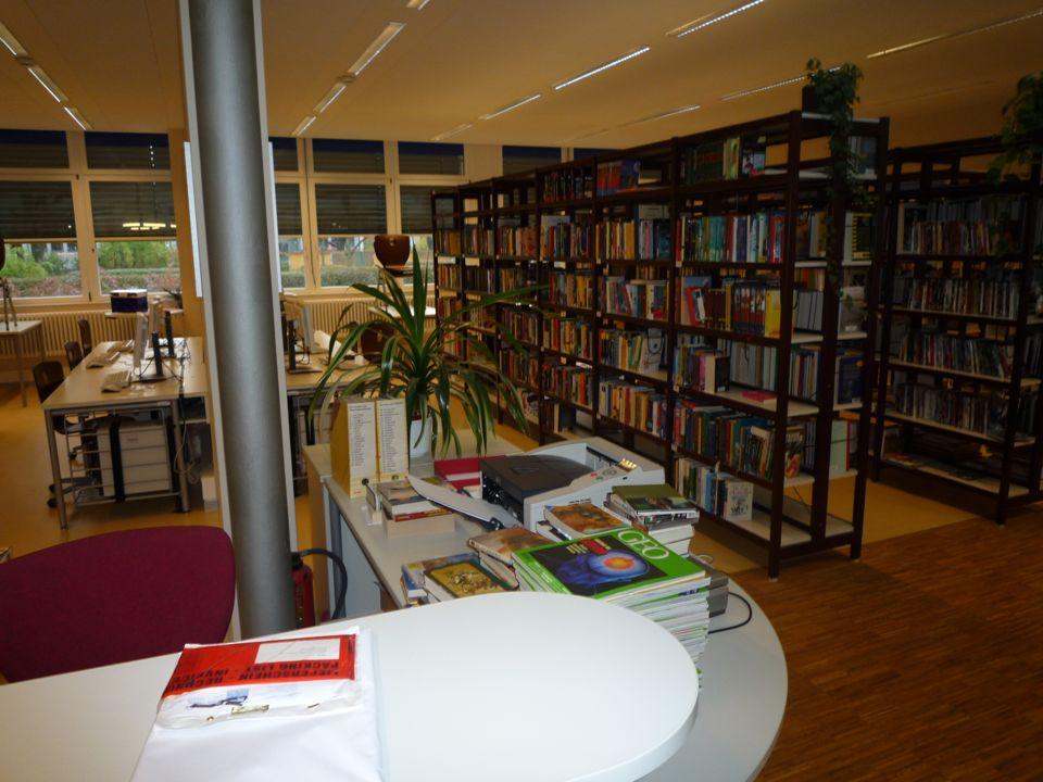 Schulbibliothek Elterninformation Grundschulen Bertolt-Brecht-Gymnasium31 Gründung 2010 Bibliotheksbeitrag 10 pro Familie Einführung in der ersten Sch