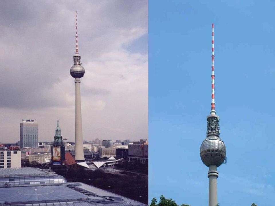 Die Weltzeituhr Auf dem Alexanderplatz steht die zehn Meter hohe Weltzeituhr.