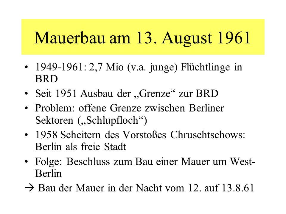 Mauerbau am 13. August 1961 1949-1961: 2,7 Mio (v.a. junge) Flüchtlinge in BRD Seit 1951 Ausbau der Grenze zur BRD Problem: offene Grenze zwischen Ber