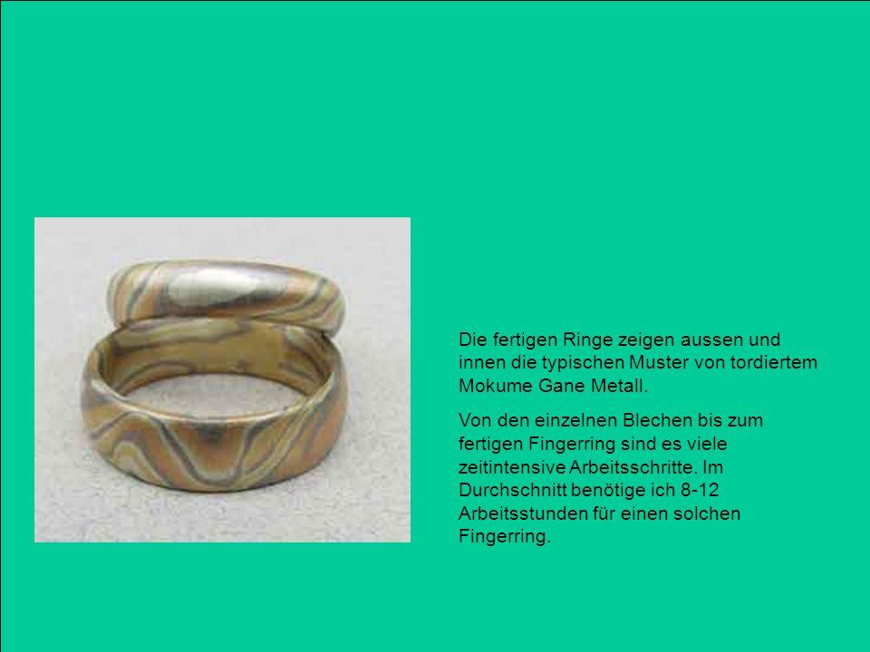 Die fertigen Ringe zeigen aussen und innen die typischen Muster von tordiertem Mokume Gane Metall. Von den einzelnen Blechen bis zum fertigen Fingerri