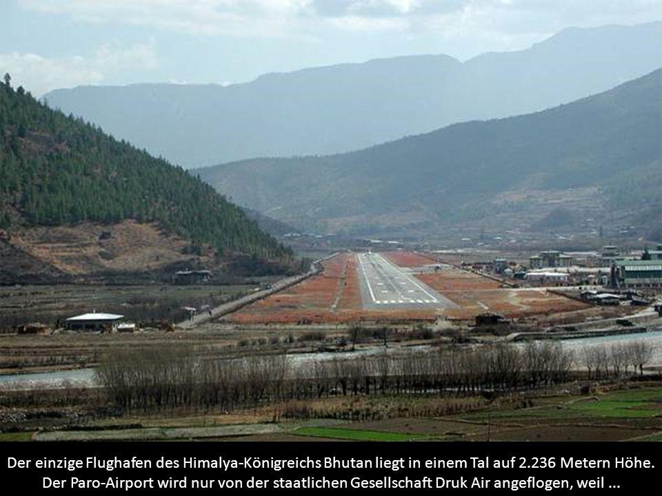 Der einzige Flughafen des Himalya-Königreichs Bhutan liegt in einem Tal auf 2.236 Metern Höhe. Der Paro-Airport wird nur von der staatlichen Gesellsch