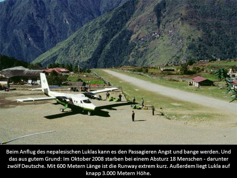 Beim Anflug des nepalesischen Luklas kann es den Passagieren Angst und bange werden. Und das aus gutem Grund: Im Oktober 2008 starben bei einem Abstur