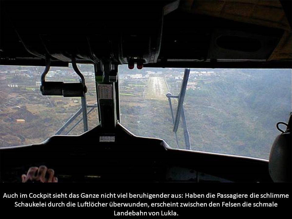 Auch im Cockpit sieht das Ganze nicht viel beruhigender aus: Haben die Passagiere die schlimme Schaukelei durch die Luftlöcher überwunden, erscheint z