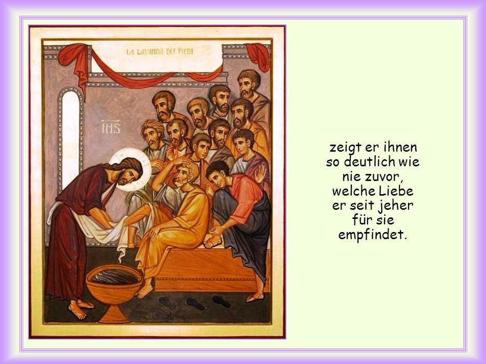 Unmittelbar danach berichtet der Evangelist, wie Jesus seinen Jüngern die Füße wäscht. In den letzten Augenblicken, die Jesus vor seinem Leidensweg mi