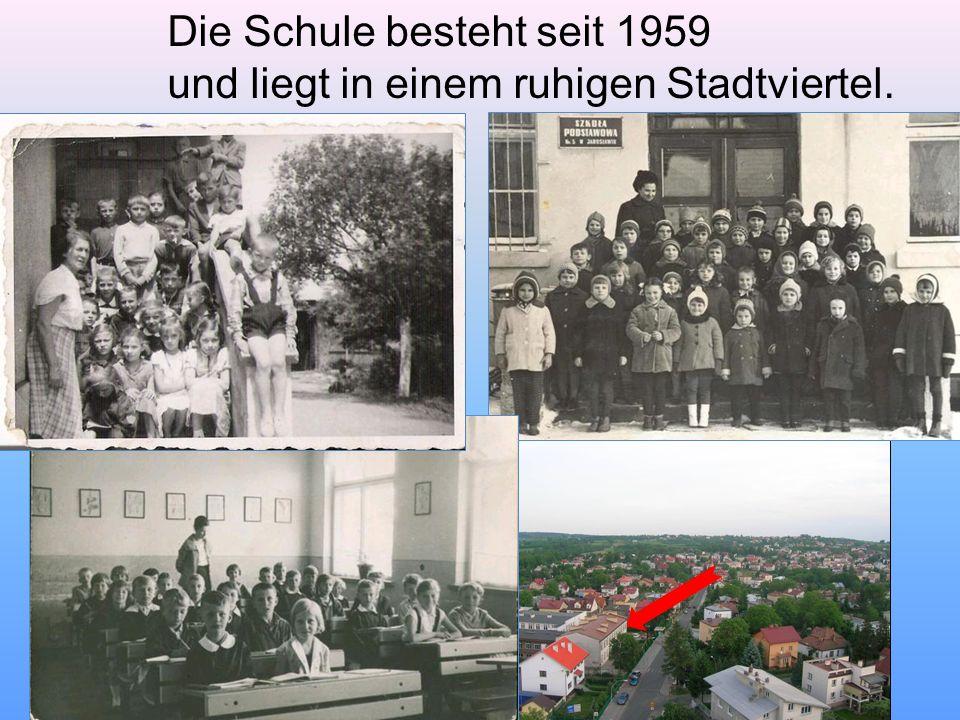 Die Schule besteht seit 1959 und liegt in einem ruhigen Stadtviertel.