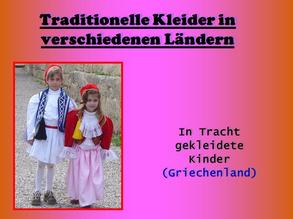 Traditionelle Kleider in verschiedenen Ländern In Tracht gekleidete Kinder (Griechenland)