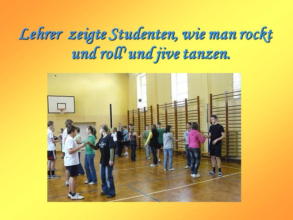 Lehrer zeigte Studenten, wie man rockt und roll' und jive tanzen.