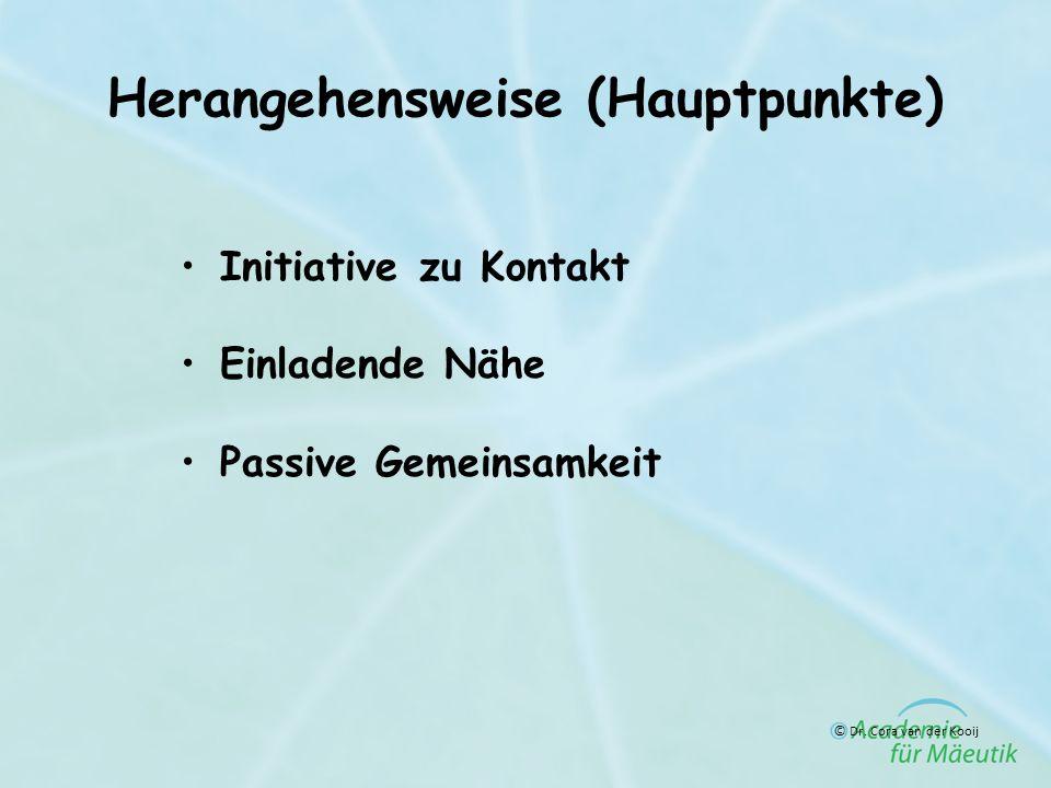 Herangehensweise (Hauptpunkte) Initiative zu Kontakt Einladende Nähe Passive Gemeinsamkeit © Dr. Cora van der Kooij