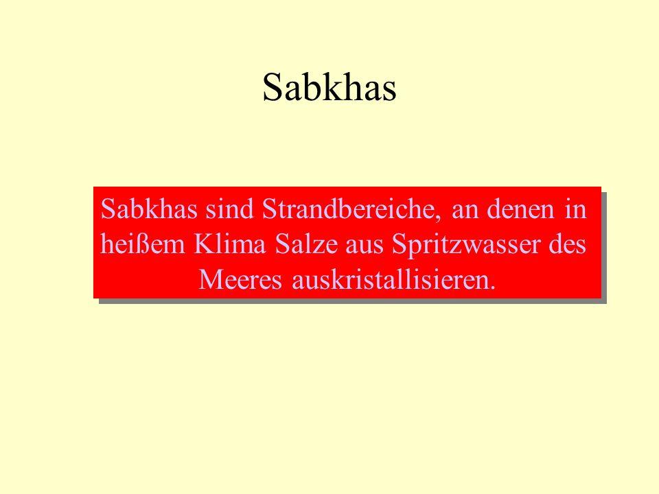 Sabkhas Sabkhas sind Strandbereiche, an denen in heißem Klima Salze aus Spritzwasser des Meeres auskristallisieren. Sabkhas sind Strandbereiche, an de