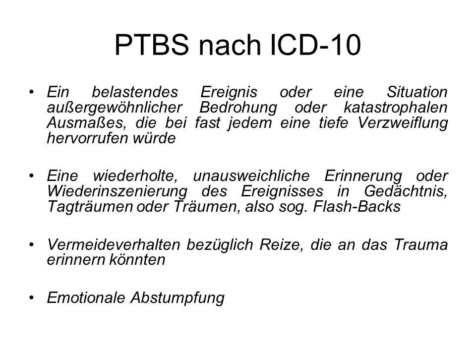 PTBS nach ICD-10 Ein belastendes Ereignis oder eine Situation außergewöhnlicher Bedrohung oder katastrophalen Ausmaßes, die bei fast jedem eine tiefe