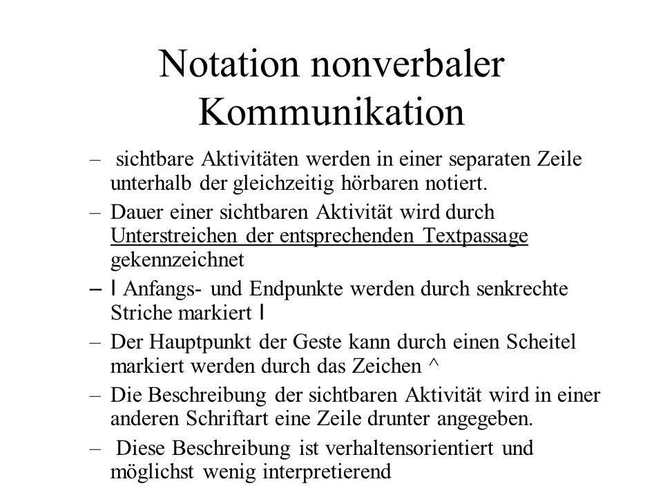 Notation nonverbaler Kommunikation – sichtbare Aktivitäten werden in einer separaten Zeile unterhalb der gleichzeitig hörbaren notiert. –Dauer einer s