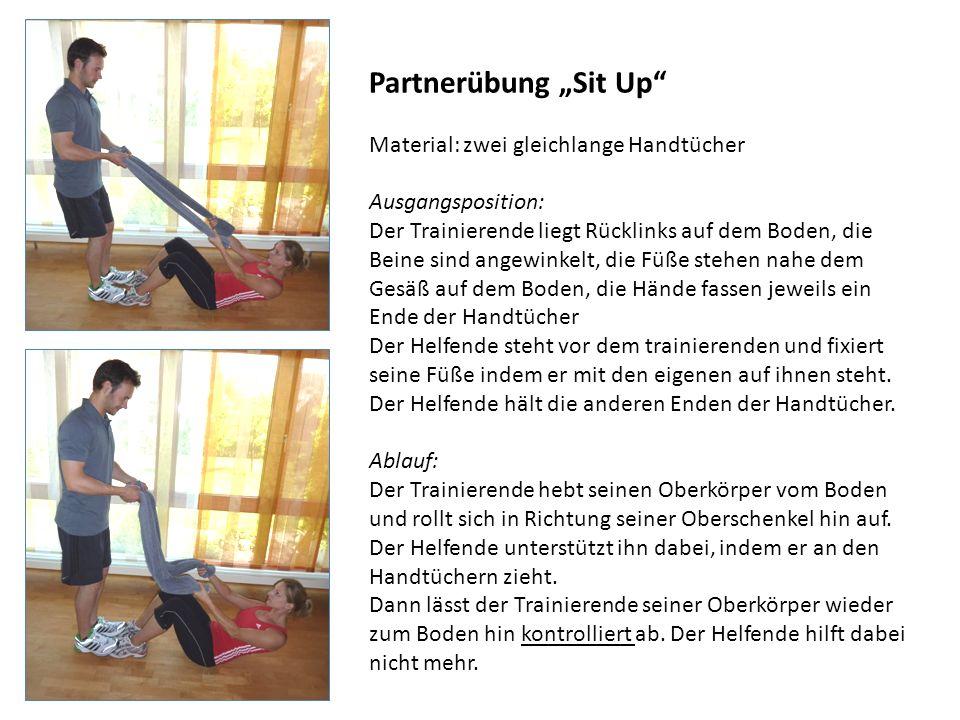 Partnerübung Sit Up Material: zwei gleichlange Handtücher Ausgangsposition: Der Trainierende liegt Rücklinks auf dem Boden, die Beine sind angewinkelt