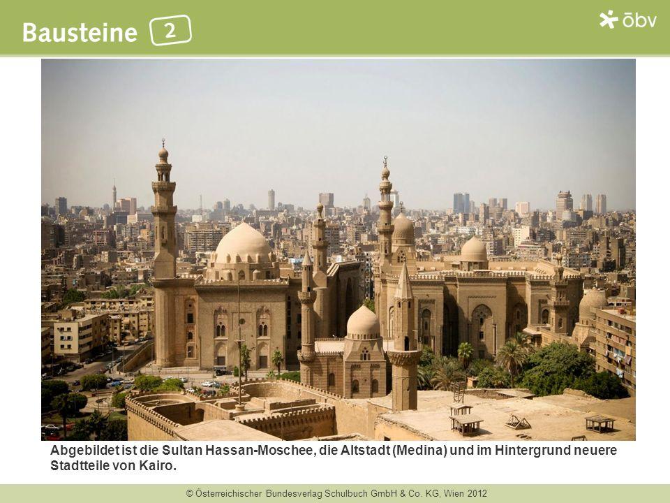 © Österreichischer Bundesverlag Schulbuch GmbH & Co. KG, Wien 2012 Abgebildet ist die Sultan Hassan-Moschee, die Altstadt (Medina) und im Hintergrund